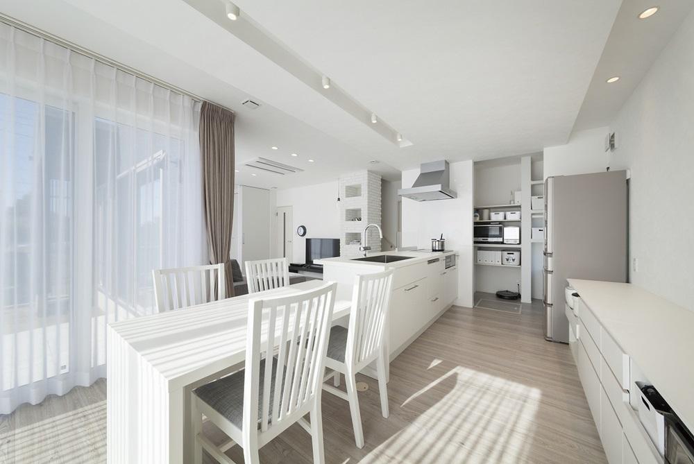 宇都宮市の建築実例_白いキッチン